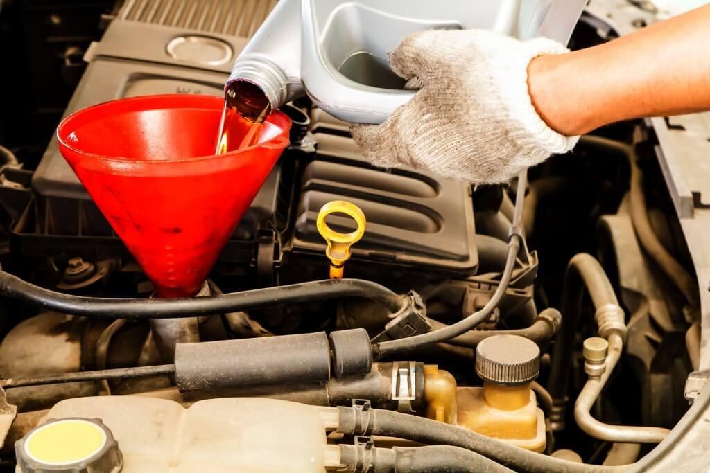 Revisión y mantenimiento del aceite del motor